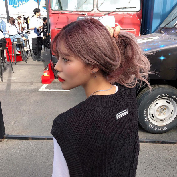 Choose the right hairstyle, then you can go halfway, the remaining 50% depends on the color of the dye - Photo 4.
