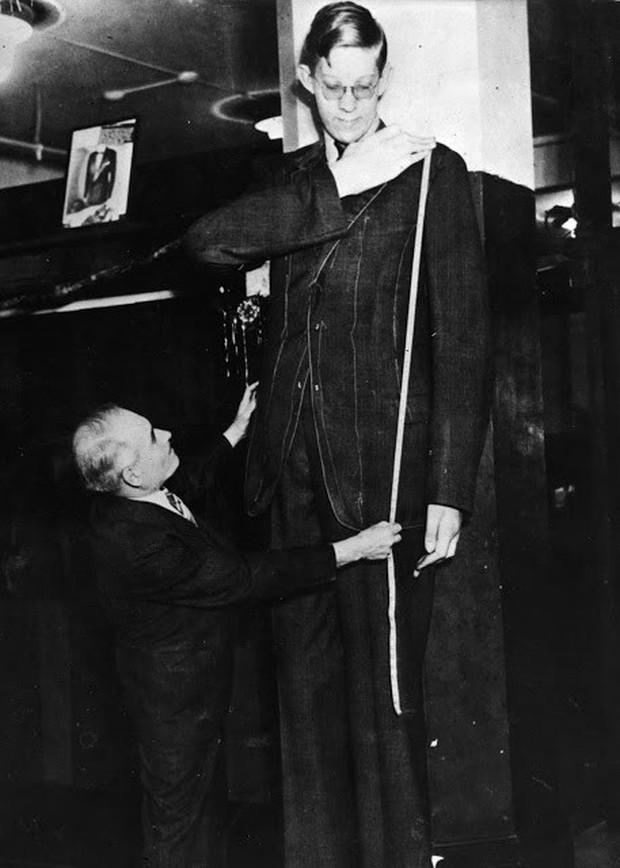 Ảnh hiếm về cuộc sống thường ngày của người đàn ông cao nhất lịch sử - Ảnh 6.