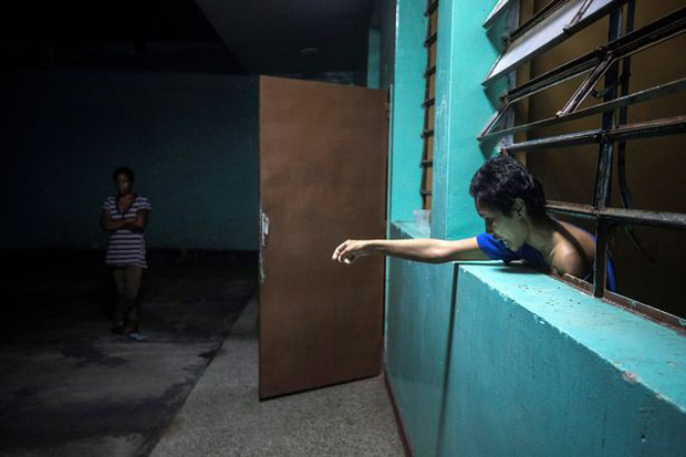 Địa ngục trần gian bên trong bệnh viện tâm thần ở Venezuela: Bệnh nhân nằm la liệt, bị bỏ mặc trong căn phòng ngập phân và rác thải - Ảnh 6.