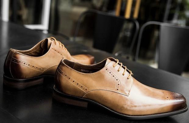 Những điều cực bình thường nhưng hỏi tới là ai cũng ú ớ không lời đáp: Vì sao giày nam thường có lỗ nhỏ? - Ảnh 6.