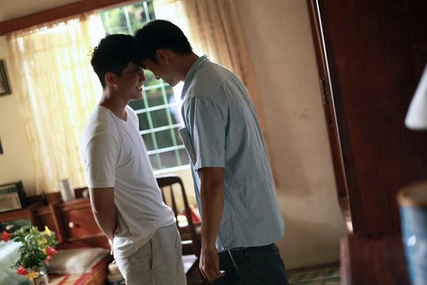 Review Thưa Mẹ Con Đi: Phim gia đình trá hình đam mĩ, trai đẹp vẫn hơi đơ nhưng nhìn chúng yêu khéo lại nghiện! - Ảnh 18.