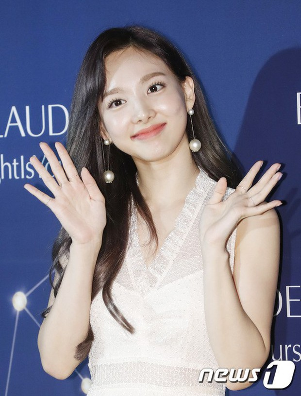 Super Beauty Gathering Event: Jihyo first revealed his dating face with Kang Daniel, and was overshadowed by both Tzuyu and Sulli - Figure 13.