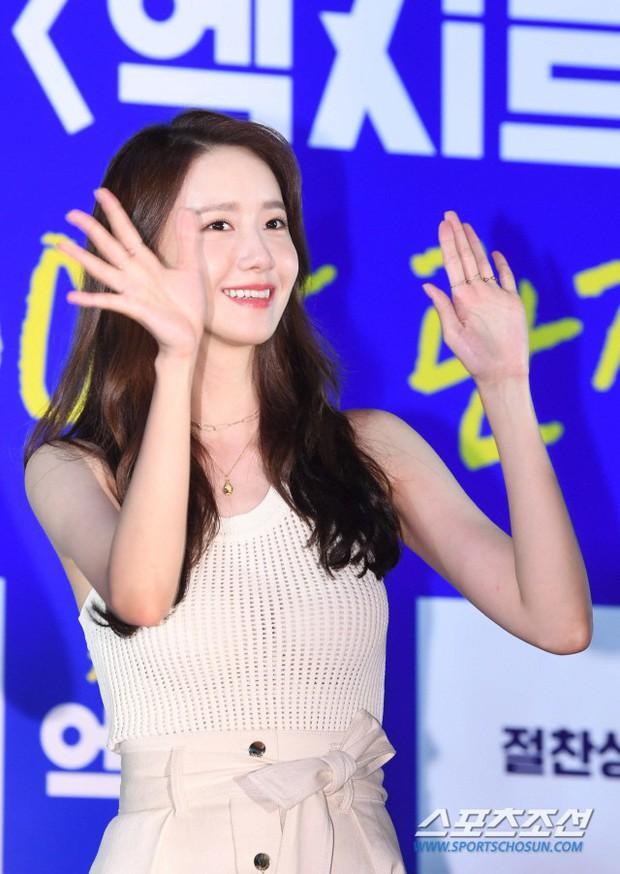 Thảm đỏ showcase gây sốt: Yoona diện áo ren lồ lộ nội y, đẹp rạng rỡ bên chồng ca sĩ Hậu duệ mặt trời - Ảnh 5.