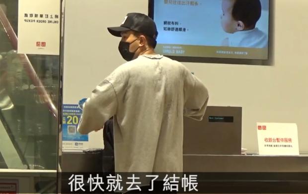 Dương Mịch hớn hở eo thon sau scandal hẹn hò trai trẻ, Lưu Khải Uy buồn bã 1 mình đi shopping mua quần áo giá rẻ - Ảnh 10.