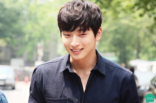 Hội con rể chính thức và tin đồn của nhà JYP: Dàn trai đẹp cực phẩm kiêm ngôi sao của các show thực tế - Ảnh 8.