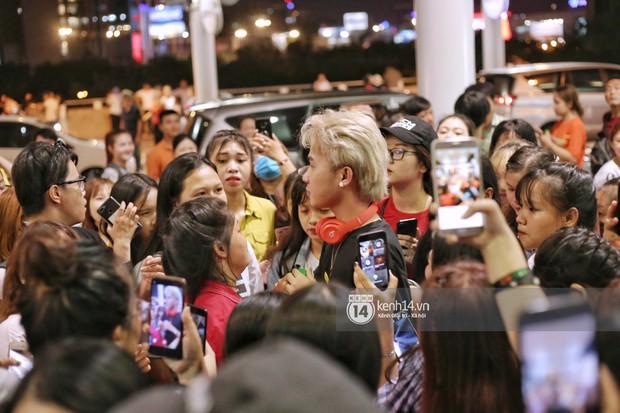 Giữa liên hoàn phốt, Jack cùng K-ICM rời Việt Nam sang Hàn công tác, fan xuất hiện vây kín sân bay tiễn thần tượng - Ảnh 2.