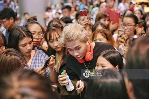 Giữa liên hoàn phốt, Jack cùng K-ICM rời Việt Nam sang Hàn công tác, fan xuất hiện vây kín sân bay tiễn thần tượng - Ảnh 5.