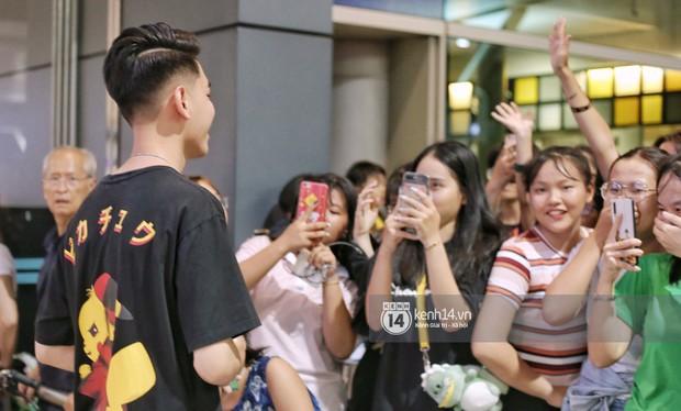 Giữa liên hoàn phốt, Jack cùng K-ICM rời Việt Nam sang Hàn công tác, fan xuất hiện vây kín sân bay tiễn thần tượng - Ảnh 10.