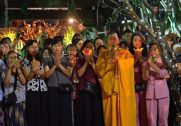 Hàng ngàn người đến chùa Phúc Khánh dự lễ Vu Lan, không còn cảnh chen chúc tràn xuống lòng đường - Ảnh 8.