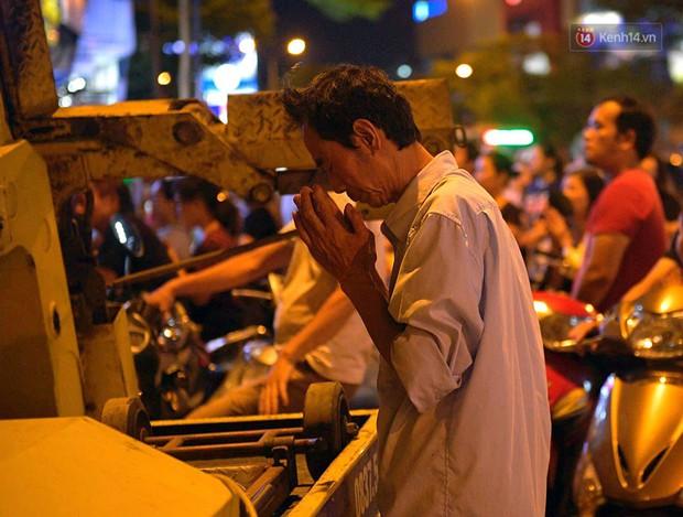 Hàng ngàn người đến chùa Phúc Khánh dự lễ Vu Lan, không còn cảnh chen chúc tràn xuống lòng đường - Ảnh 6.
