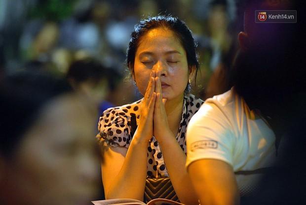 Hàng ngàn người đến chùa Phúc Khánh dự lễ Vu Lan, không còn cảnh chen chúc tràn xuống lòng đường - Ảnh 4.