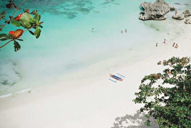 """Trước khi phải đóng cửa vì du khách chôn tã lót xuống cát, bãi biển Boracay đã từng bị Tổng thống Philippines chê """"hôi như hầm phân"""", cấm khai thác 6 tháng liền! - Ảnh 4."""