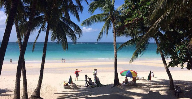 """Trước khi phải đóng cửa vì du khách chôn tã lót xuống cát, bãi biển Boracay đã từng bị Tổng thống Philippines chê """"hôi như hầm phân"""", cấm khai thác 6 tháng liền! - Ảnh 6."""