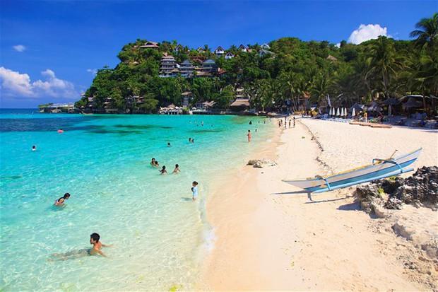 """Trước khi phải đóng cửa vì du khách chôn tã lót xuống cát, bãi biển Boracay đã từng bị Tổng thống Philippines chê """"hôi như hầm phân"""", cấm khai thác 6 tháng liền! - Ảnh 5."""