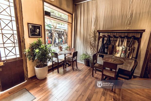 Đã nhiều lần nói về các quán cafe hoài niệm ở Hà Nội, nhưng chắc chắn nơi này sẽ đem đến 1 vibe rất khác cho tất cả chúng ta - Ảnh 1.