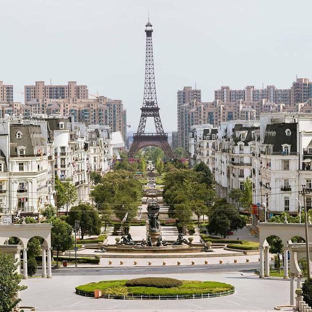 """Sửng sốt với tiểu Paris """"sao y bản chính"""" của Trung Quốc: Vẻ ngoài giống nhau đến kinh ngạc nhưng liệu có so được với bản gốc? - Ảnh 6."""