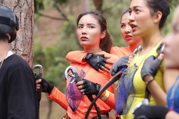 Cuộc đua kỳ thú: Đỗ Mỹ Linh bật khóc bất lực khi phải thực hiện thử thách một mình - Ảnh 9.