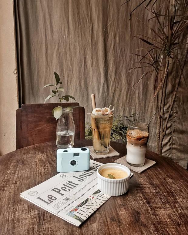 Đã nhiều lần nói về các quán cafe hoài niệm ở Hà Nội, nhưng chắc chắn nơi này sẽ đem đến 1 vibe rất khác cho tất cả chúng ta - Ảnh 9.