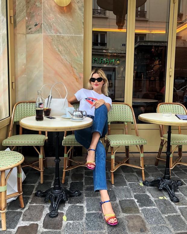 Dường như quý cô người Pháp nào cũng sở hữu một đôi sandal quai mảnh vì em nó kéo chân hack dáng quá trời đỉnh - Ảnh 2.