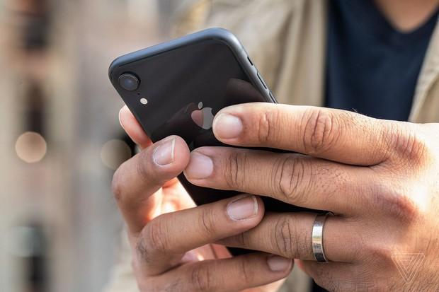 Bị gạch đá quá nhiều, Apple buộc phải thanh minh lý do hút máu người dùng về việc thay pin iPhone bên ngoài - Ảnh 3.