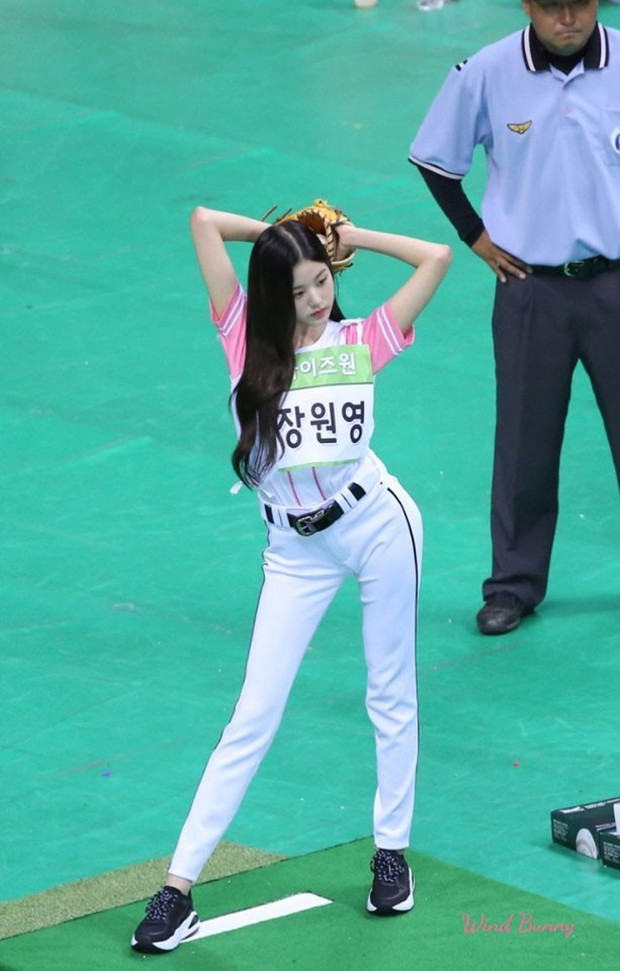 Center 15 tuổi của IZ*ONE gây sốt vì thân hình chuẩn từng cm tại đại hội thể thao Idol - Ảnh 2.