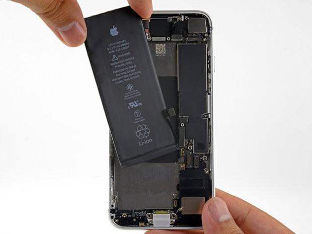 Bị gạch đá quá nhiều, Apple buộc phải thanh minh lý do hút máu người dùng về việc thay pin iPhone bên ngoài - Ảnh 4.