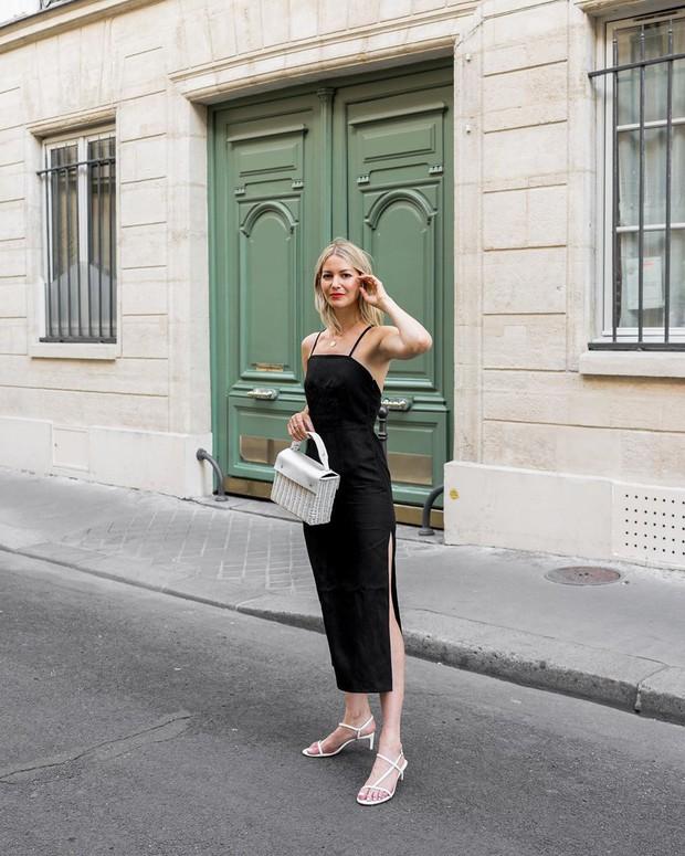 Dường như quý cô người Pháp nào cũng sở hữu một đôi sandal quai mảnh vì em nó kéo chân hack dáng quá trời đỉnh - Ảnh 11.