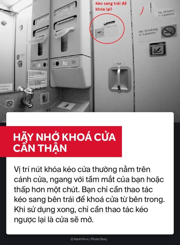 Học ngay cách sử dụng WC trên máy bay để bụng dạ biểu tình thì còn biết cách mà ứng phó nè! - Ảnh 3.