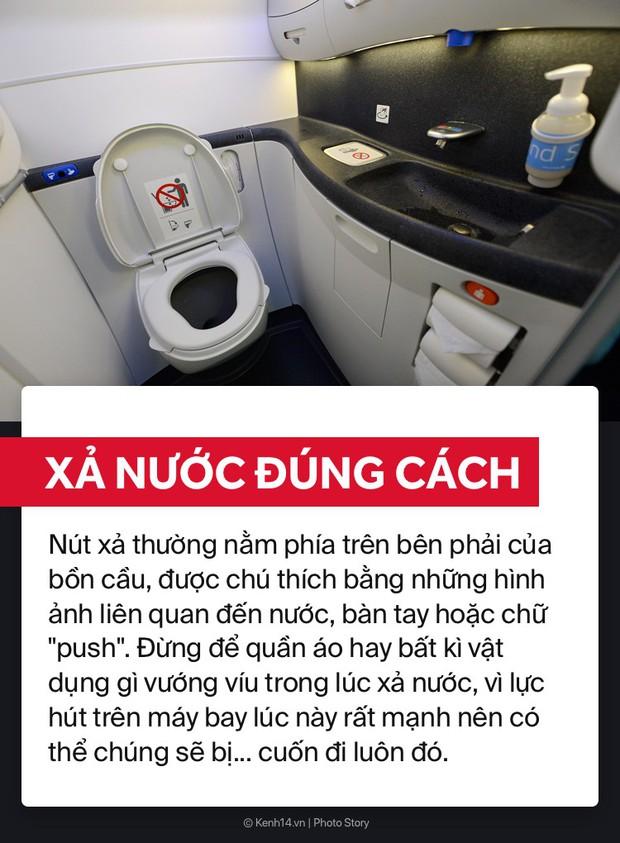 Học ngay cách sử dụng WC trên máy bay để bụng dạ biểu tình thì còn biết cách mà ứng phó nè! - Ảnh 4.