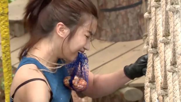 Cuộc đua kỳ thú: Đỗ Mỹ Linh bật khóc bất lực khi phải thực hiện thử thách một mình - Ảnh 4.