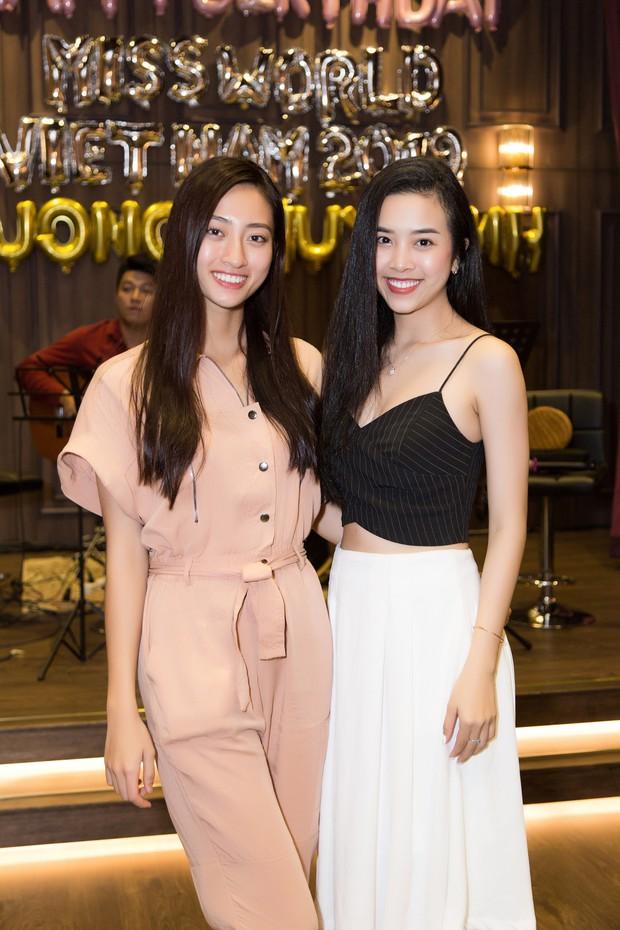 2 nàng hậu cùng tuổi Tiểu Vy và Lương Thùy Linh đọ mặt mộc trong một khung hình, nhan sắc hơn kém ra sao? - Ảnh 3.