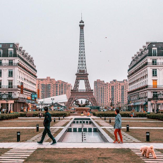 """Sửng sốt với tiểu Paris """"sao y bản chính"""" của Trung Quốc: Vẻ ngoài giống nhau đến kinh ngạc nhưng liệu có so được với bản gốc? - Ảnh 2."""