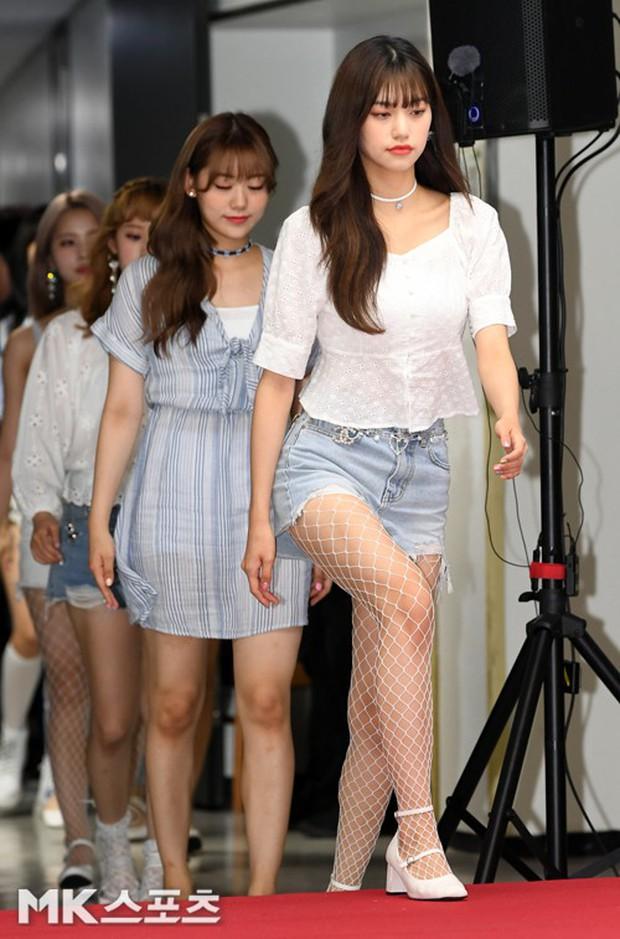 Thảm đỏ hội tụ quân đoàn 70 idol: Park Bom bị nữ thần dao kéo lấn át, dàn nam thần đẹp trai nhất Kpop đụng độ cực gắt - Ảnh 7.