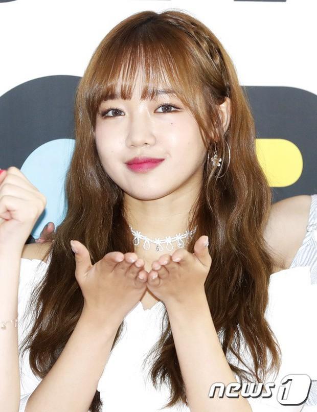 Thảm đỏ hội tụ quân đoàn 70 idol: Park Bom bị nữ thần dao kéo lấn át, dàn nam thần đẹp trai nhất Kpop đụng độ cực gắt - Ảnh 9.