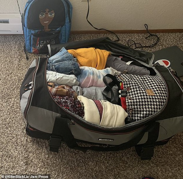 Ước mơ bấy lâu của bao tín đồ du lịch: Nhét đủ 50 chiếc áo quần cùng 9 đôi giày vào 1 túi đỉnh như cô gái này - Ảnh 5.