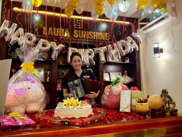 Hậu đăng đàn Thanh xuân bị lợi dụng, bóc lột, Titi HKT xuất hiện rạng rỡ mừng sinh nhật Nhật Kim Anh - Ảnh 1.
