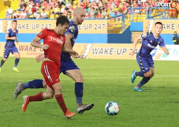 Thua đậm 0-3 trước Bình Dương, đội bóng của Xuân Trường chỉ còn cách vị trí cuối bảng đúng 3 điểm - Ảnh 6.