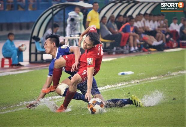 Thua đậm 0-3 trước Bình Dương, đội bóng của Xuân Trường chỉ còn cách vị trí cuối bảng đúng 3 điểm - Ảnh 1.