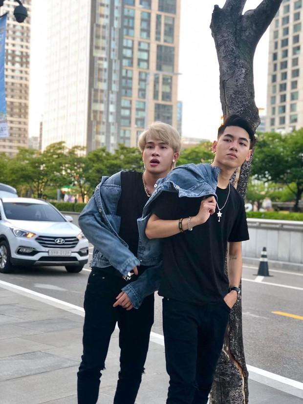 K-ICM tiếp tục khoe loạt ảnh diện đồ đôi tạo dáng siêu nhí nhố cùng Jack tại Hàn Quốc - Ảnh 1.