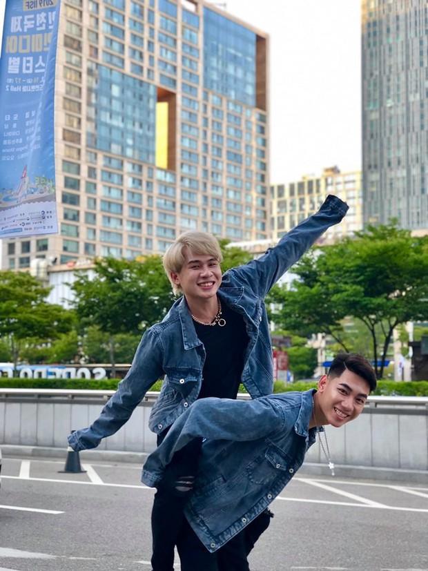 K-ICM tiếp tục khoe loạt ảnh diện đồ đôi tạo dáng siêu nhí nhố cùng Jack tại Hàn Quốc - Ảnh 2.