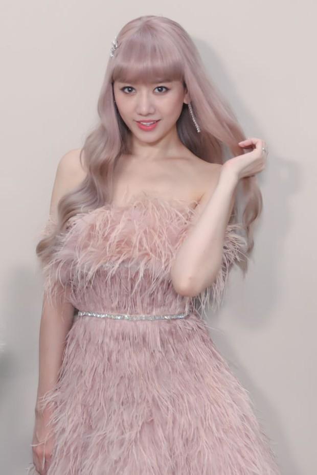 Hari Won trong MV mới chính là minh chứng: Màu tóc tẩy sáng chưa chắc đã giúp bạn xinh xắn hơn tóc tối màu - Ảnh 2.