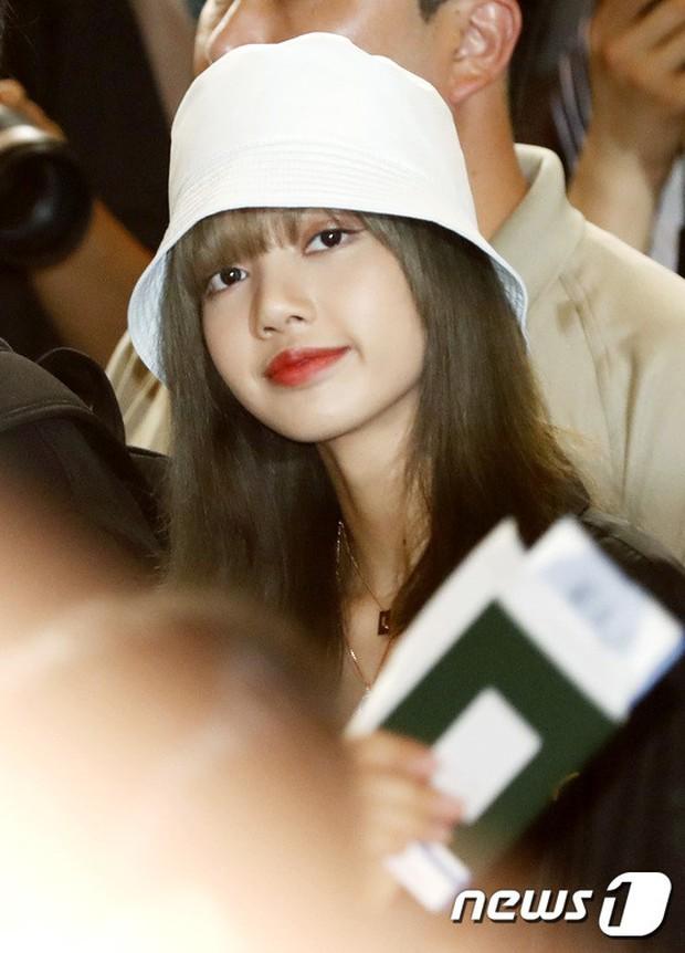 BLACKPINK, TWICE, Momoland đụng độ ở sân bay: Bên đẳng cấp bên xuề xòa, nữ idol xấu nhất lịch sử Kpop gây bất ngờ - Ảnh 6.