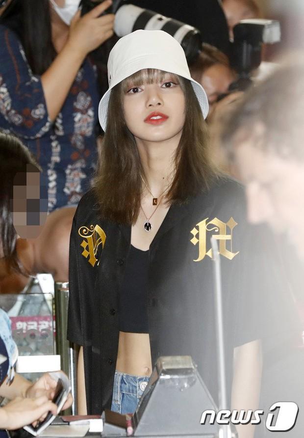 BLACKPINK, TWICE, Momoland đụng độ ở sân bay: Bên đẳng cấp bên xuề xòa, nữ idol xấu nhất lịch sử Kpop gây bất ngờ - Ảnh 5.