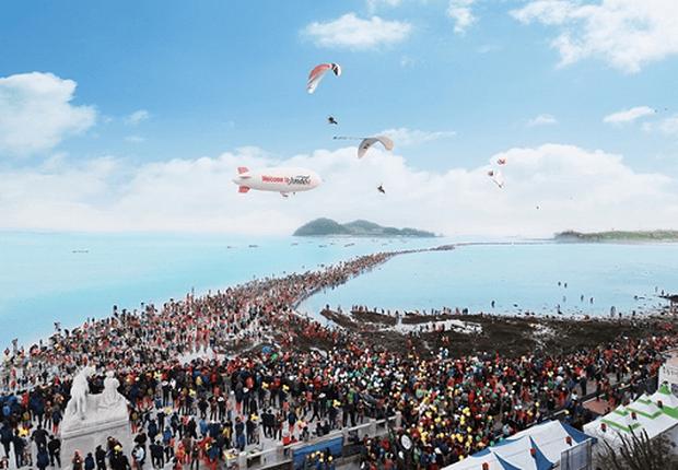 Đến hẹn lại lên: Con đường giữa biển Hàn Quốc 2 năm mới xuất hiện 1 lần, kỳ bí như vậy nhưng người dân vẫn thản nhiên… ăn mừng - Ảnh 8.