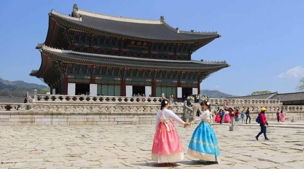 """""""Mặc kệ"""" Jack im hơi lặng tiếng, K-ICM vẫn """"quẩy"""" khắp Seoul, còn ghé thăm cung điện nổi tiếng nhất Hàn Quốc nữa này - Ảnh 9."""
