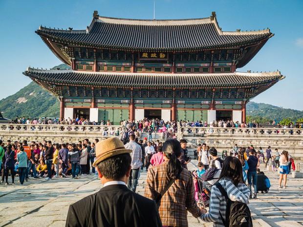 """""""Mặc kệ"""" Jack im hơi lặng tiếng, K-ICM vẫn """"quẩy"""" khắp Seoul, còn ghé thăm cung điện nổi tiếng nhất Hàn Quốc nữa này - Ảnh 13."""