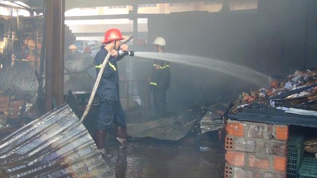 Cháy chợ Cây Xăng lúc rạng sáng, 2 bà cháu đang nằm ngủ được cứu sống - Ảnh 5.