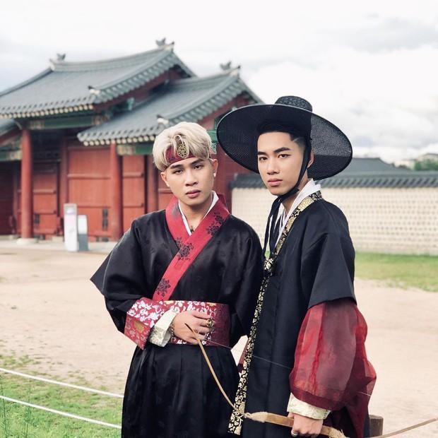 """""""Mặc kệ"""" Jack im hơi lặng tiếng, K-ICM vẫn """"quẩy"""" khắp Seoul, còn ghé thăm cung điện nổi tiếng nhất Hàn Quốc nữa này - Ảnh 8."""