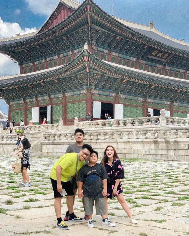 """""""Mặc kệ"""" Jack im hơi lặng tiếng, K-ICM vẫn """"quẩy"""" khắp Seoul, còn ghé thăm cung điện nổi tiếng nhất Hàn Quốc nữa này - Ảnh 18."""