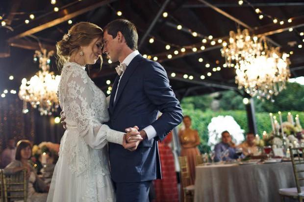 Chi tiền tỷ cho đám cưới chỉ để up ảnh Facebook, Instagram: Trào lưu mới của các cặp vợ chồng trẻ dưới áp lực sống ảo - Ảnh 1.